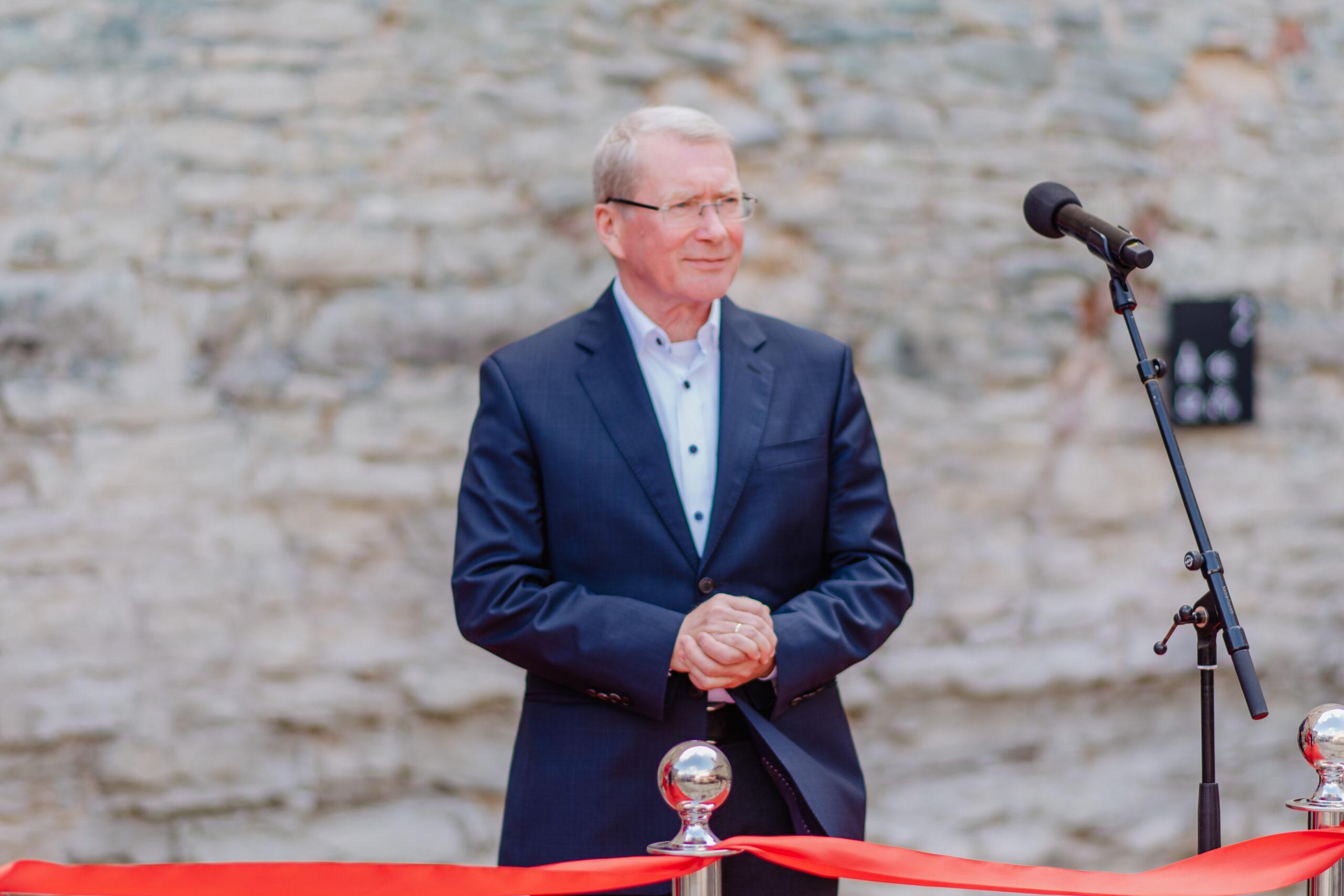 President tunnustab Haapsalu ja Läänemaa muuseumide juhatajat Anton Pärna Valgetähe IV klassi teenetemärgiga